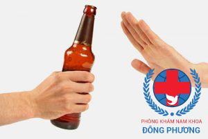 Không uống đồ chứa cồn để giảm nguy cơ đi tiểu nhiều