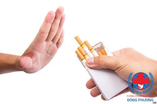 Tuyệt đối không hút thuốc khi điều trị viêm niệu đạo nam giới