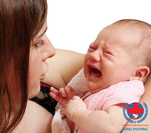 Thường xuyên kiểm tra những dấu hiệu bất thường ở trẻ