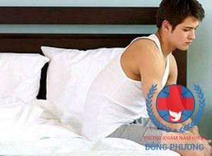 Bị viêm niệu đạo chlamydia sẽ gây ra tiểu buốt